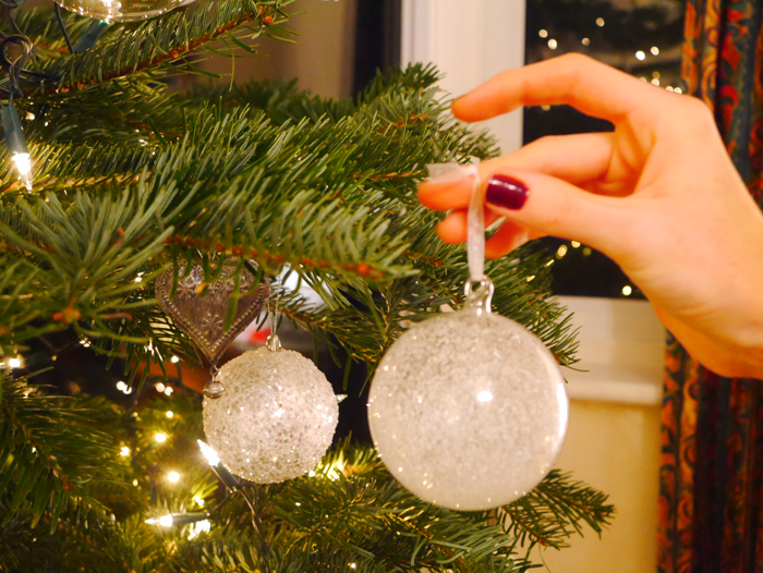 hand hanging bauble
