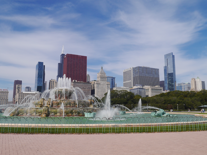 The Buckingham Memorial Fountain in Grant Park , Chicago