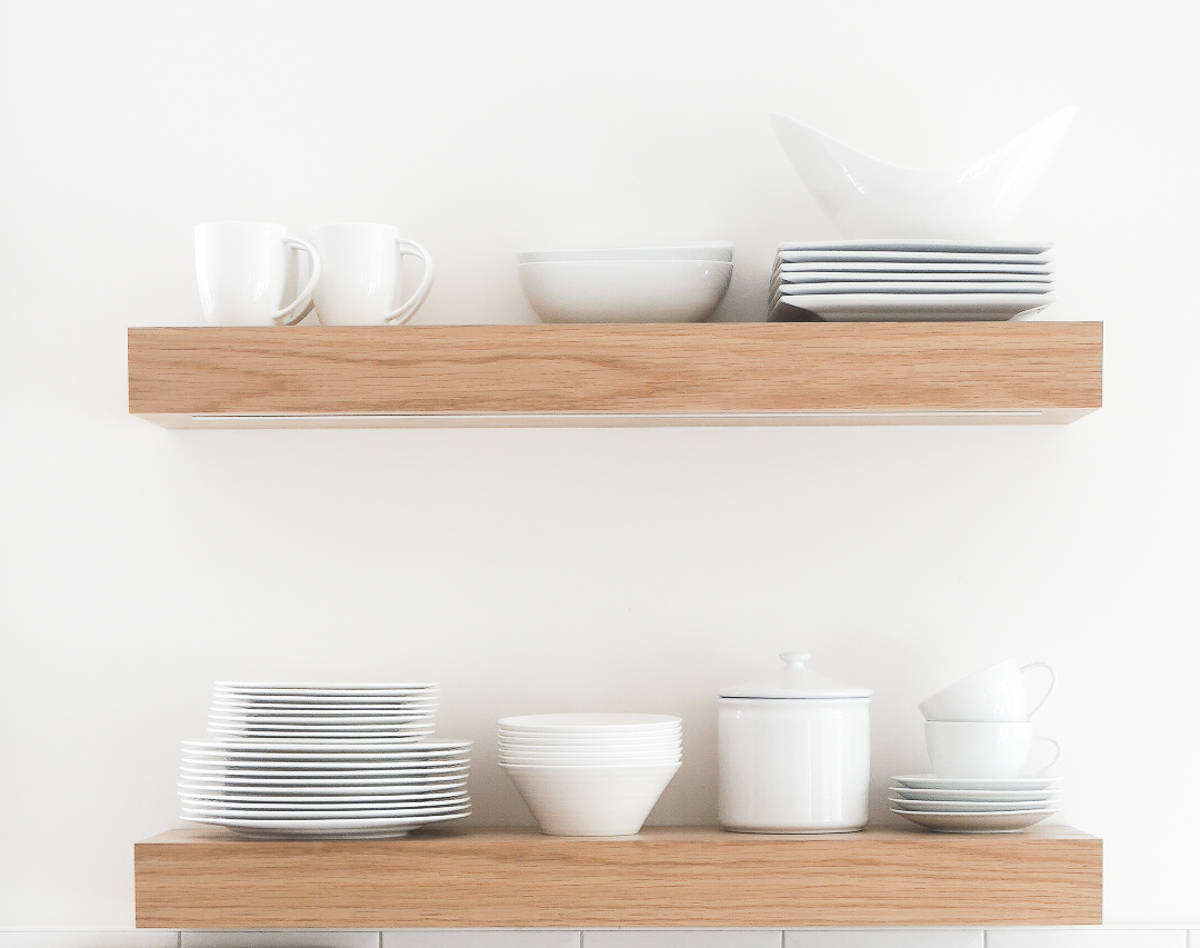 3 ways to style an open kitchen shelves