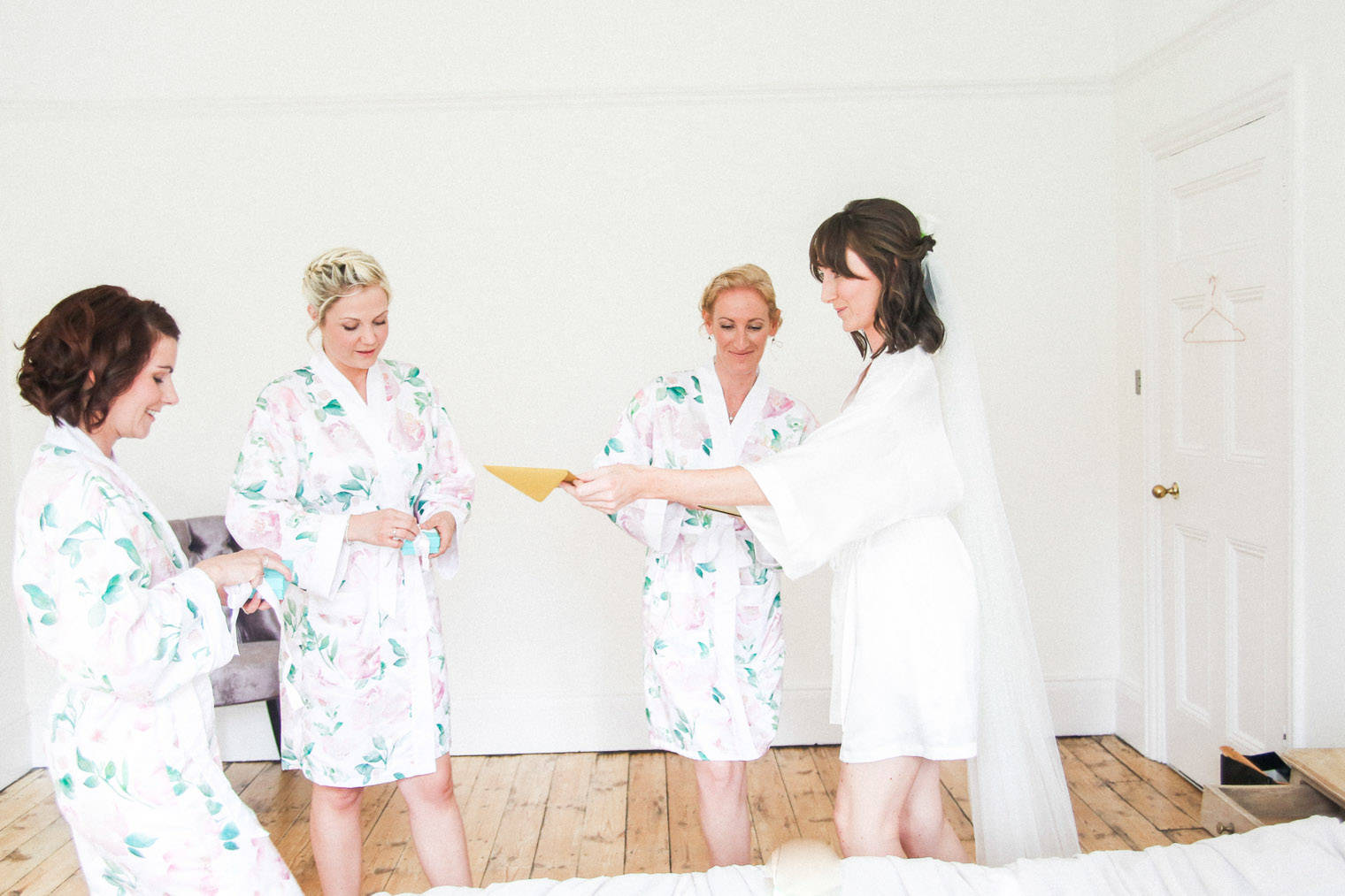 lifestyle-blogger-claire-wainwright-of-the-green-eyed-girl-shares-her-wedding-13