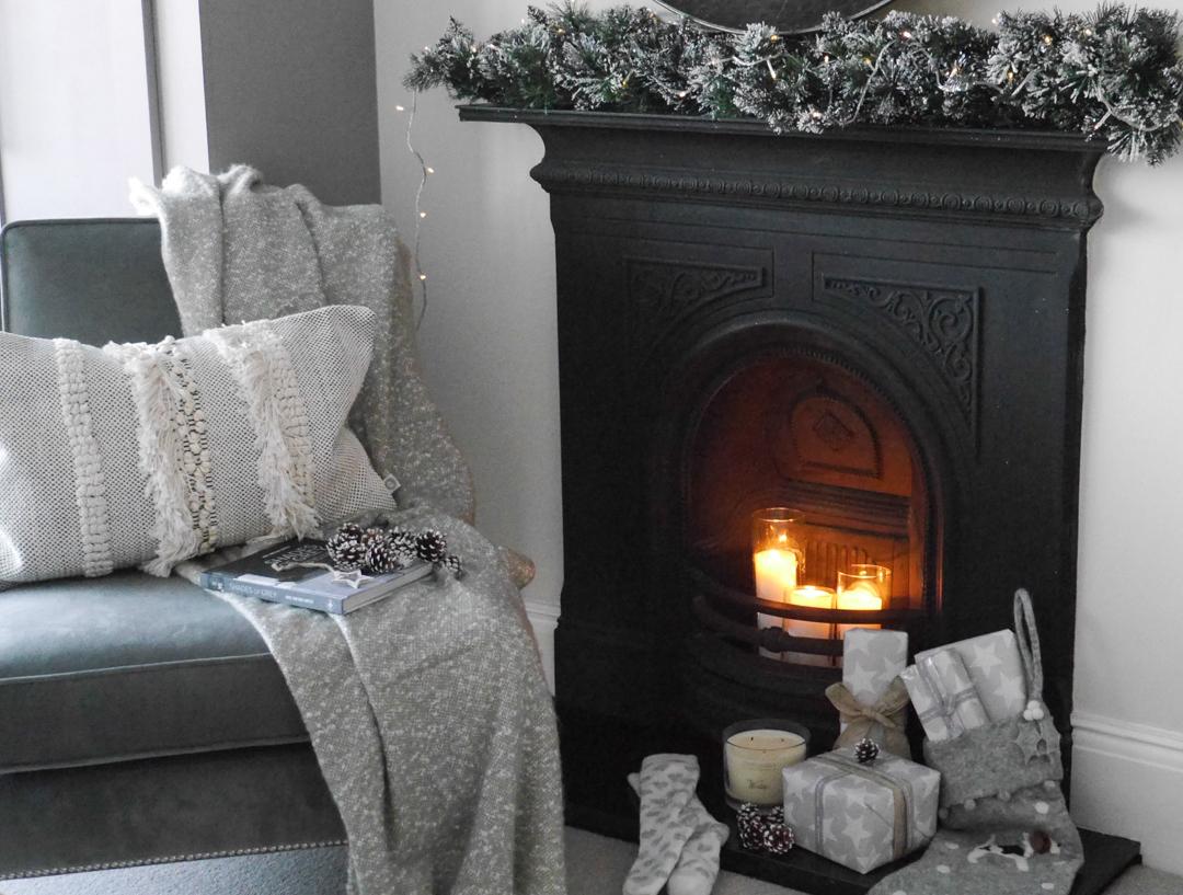 Christmas decorations - a festive bedroom