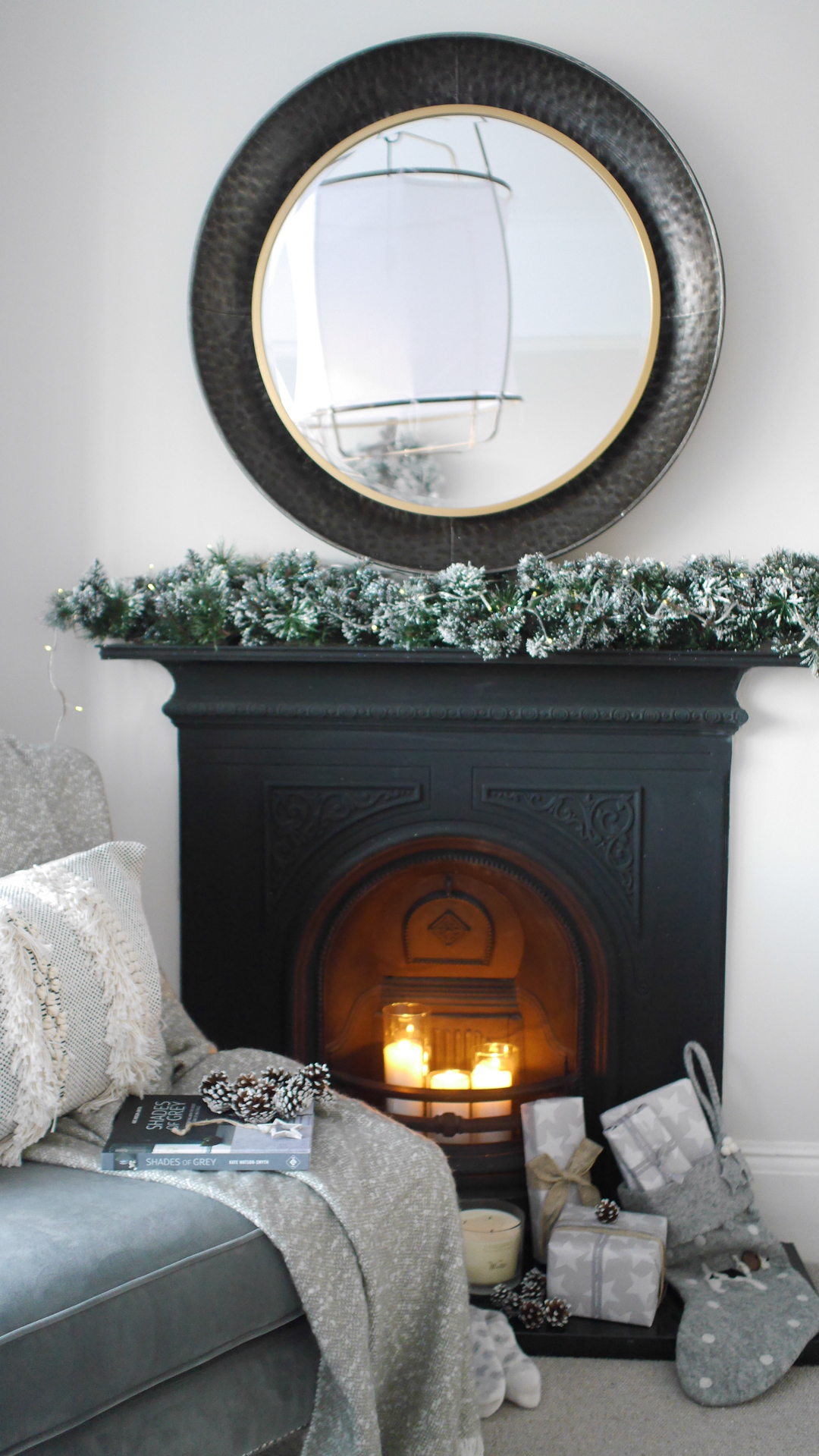 Christmas decorations - a festive bedroom