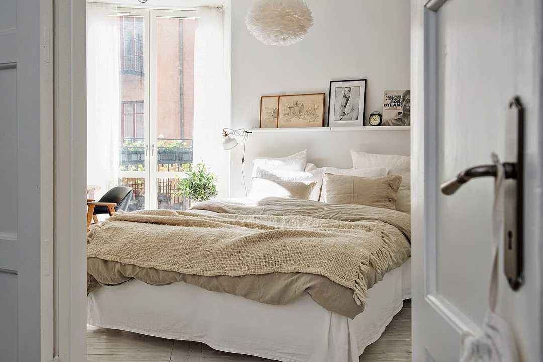 Beige interiors - natural linen bed