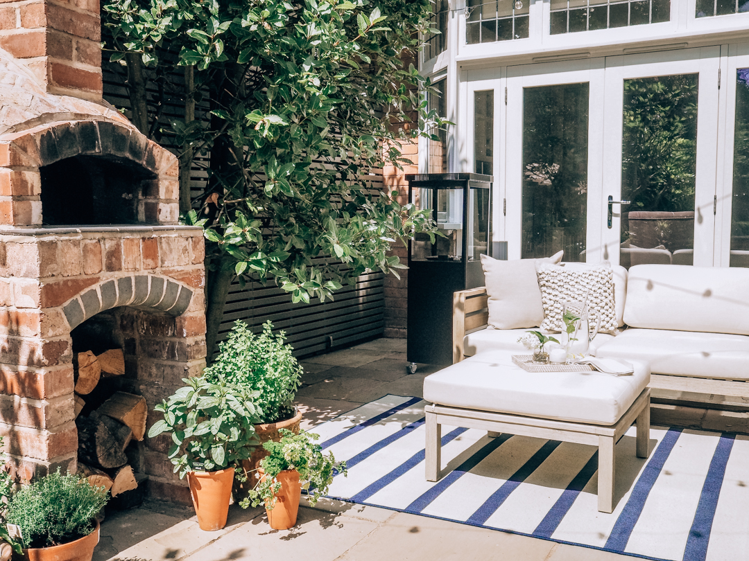 Patio garden and pizza oven