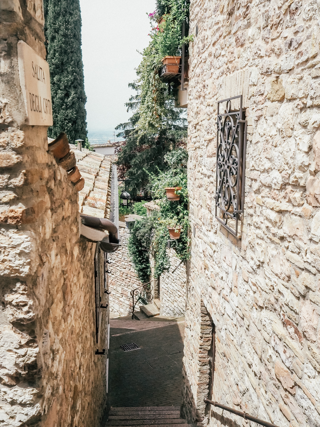 Pretty streets of Assis, Umbria
