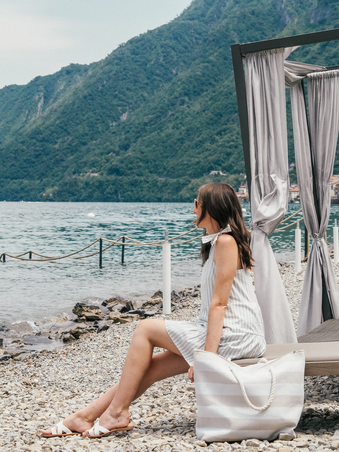 Hotel with a pool and beach in Lake Como